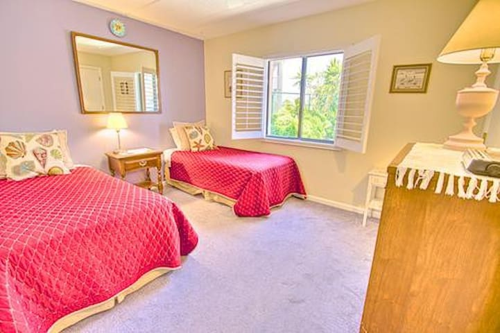 Sea Haven Resort - 221, Ocean Front, 3BR/2BTH, Pool, Beach - Butler Beach - Apartament