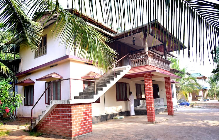 Wooden Castle- Best Home Stay in Wayanad, Kerala - Kalpetta - Casa