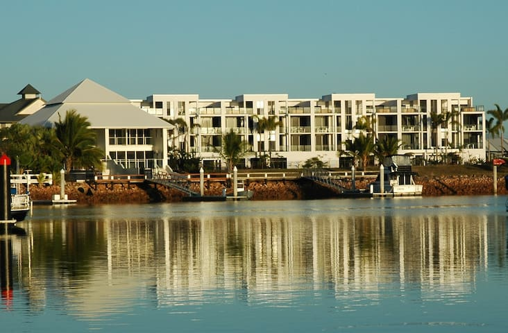 Hinchinbrook Harbour Apartment with a Great View