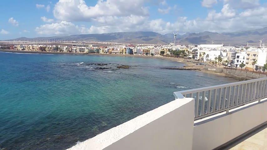 Daura-Playa de Arinaga apartment-On the beach!!