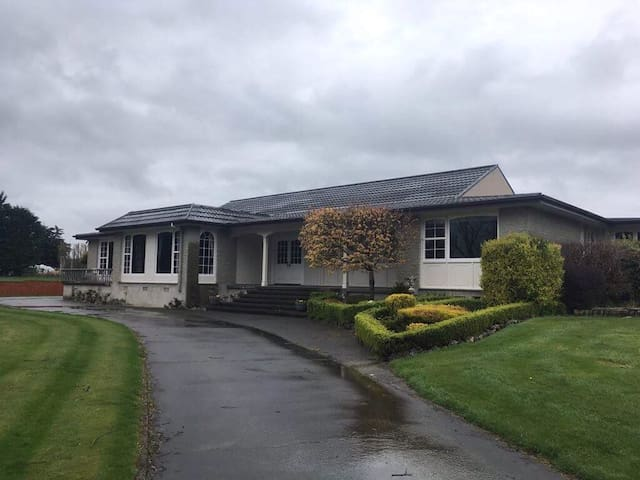 Kennington Acres - Family Home