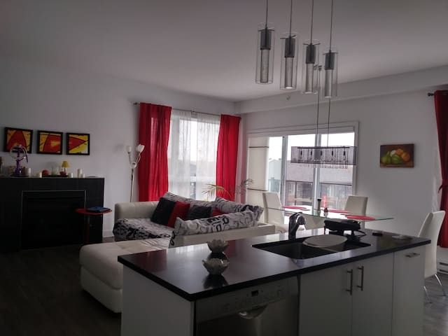 Modern Condo close downtown Montreal and nature - La Prairie - Apartment