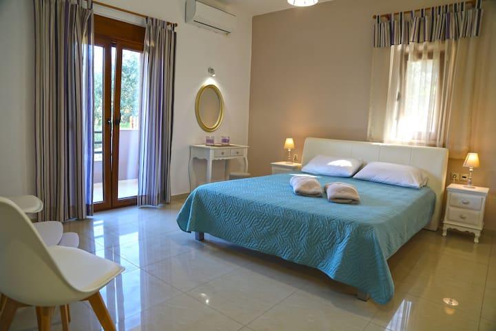 2nd bedroom / double bed, balcony