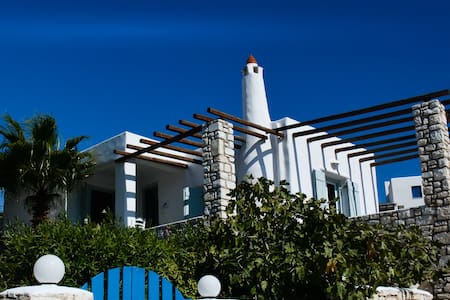 Modern greek villa with sea views - sleeps 6. - Aspro Chorio