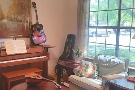 Zen Room in Music Loving House - Pflugerville - Ev