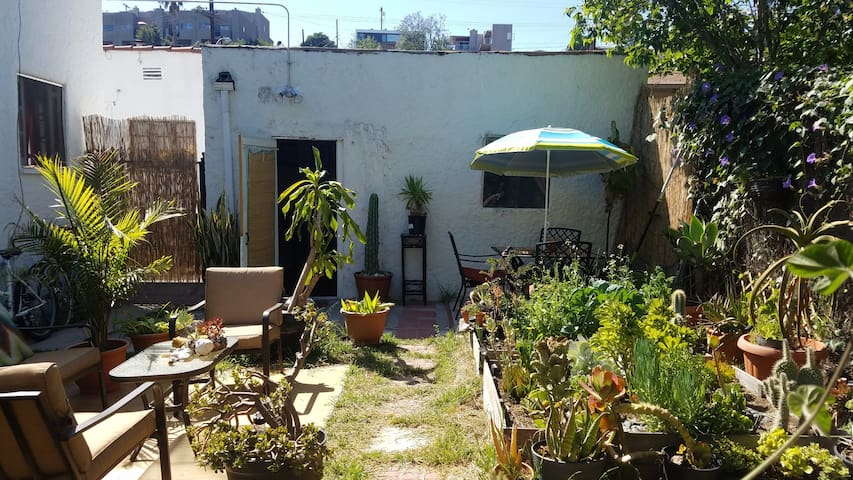 Private Guest Cabana in Beautiful Echo Park