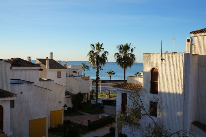 Frontline beach beautiful house for good vacations - Santa Pola - Bungalow