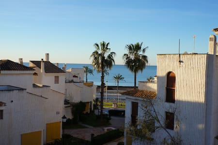 Frontline beach beautiful house for good vacations - Santa Pola - Bungalov