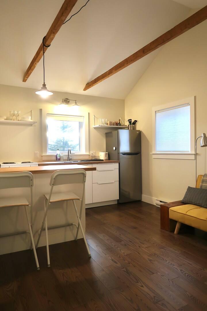Little House on Maynard, Dartmouth