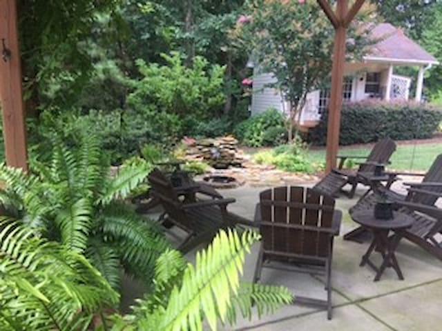 Private room, bath and den near Lowe's campus - Mooresville - Otros