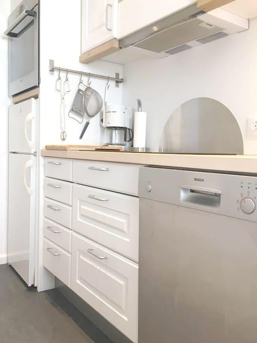 Moderne køkken med bl.a. opvaskemaskine