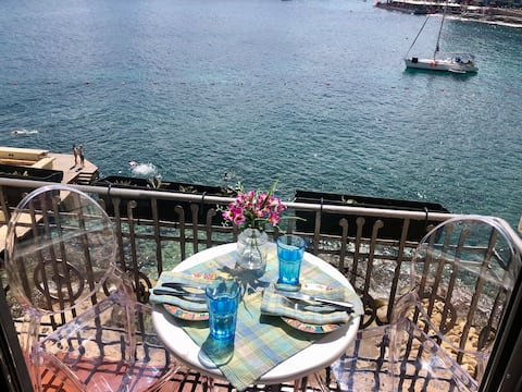 Seafront City Studio Apartment with Beach Access