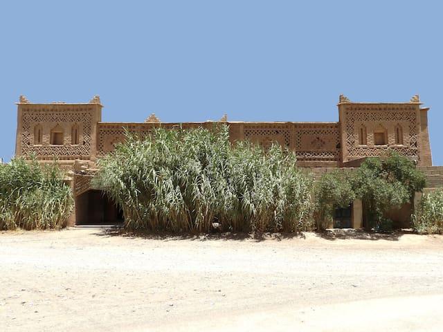 La Kasbah Familiale, Porte de la Palmeraie.