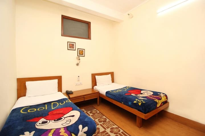 Cheap Stay Near Delhi Cantt Railway Station