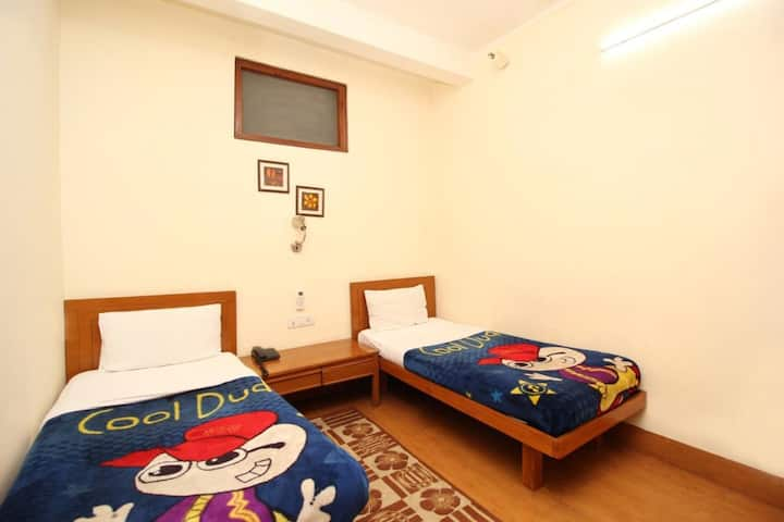 Cheap Stay Near Delhi Cantt Railway Station