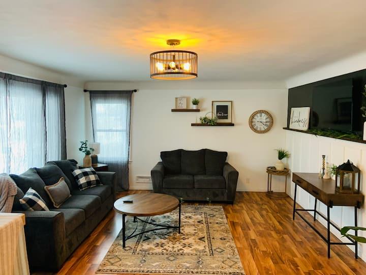 Cozy, spacious 2 bedroom Okoboji Ave. home
