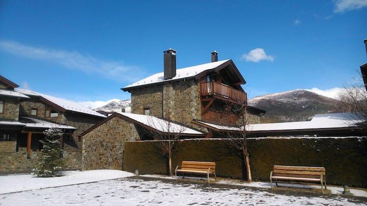 Gran casa con jardín y piscina para 6  - Familias