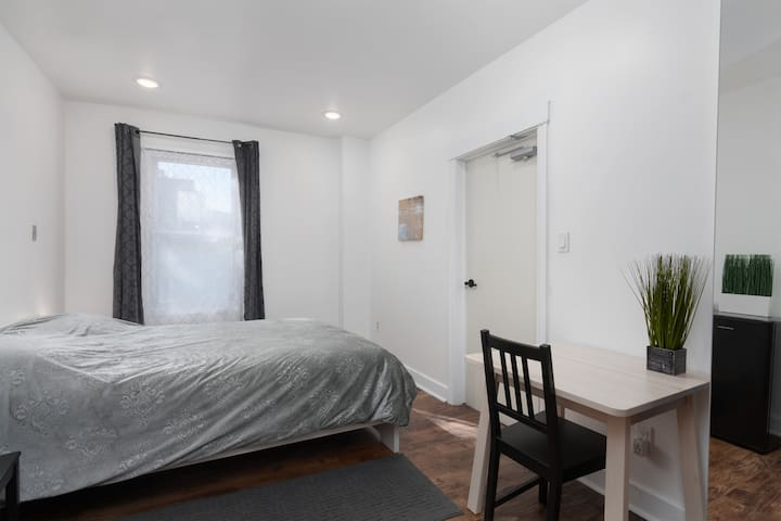 Private room with ensuite bathroom - downtown