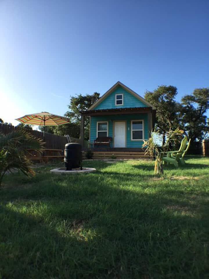 Coastal Cottage - Charming Cabin in Lamar