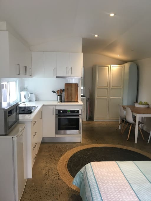 Kitchen with full size oven / cooktop / microwave / fridge / wardrobe