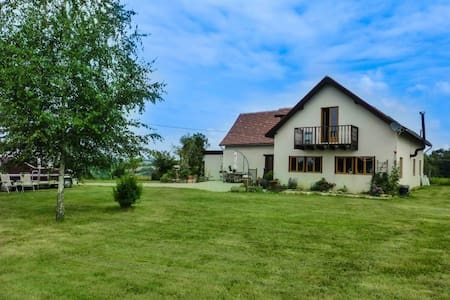 Country house with spectacular 360 degrees views - Beyssenac - Dům