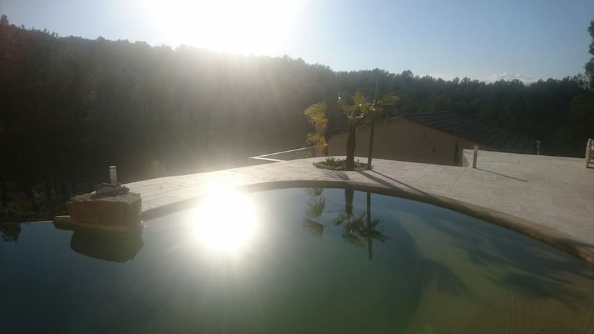 quiet big house with swimming pool near aix - Fuveau - Villa