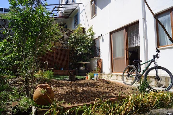 Datça Merkezde Serin Bahçeli Ev