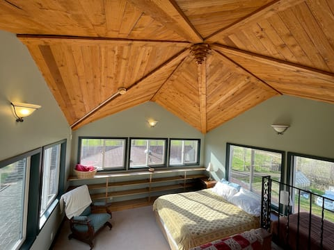 Cupola Suite with 360 views and access to trails