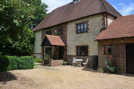 Burntash Farmhouse - Steep Marsh - Petersfield - Hampshire - House