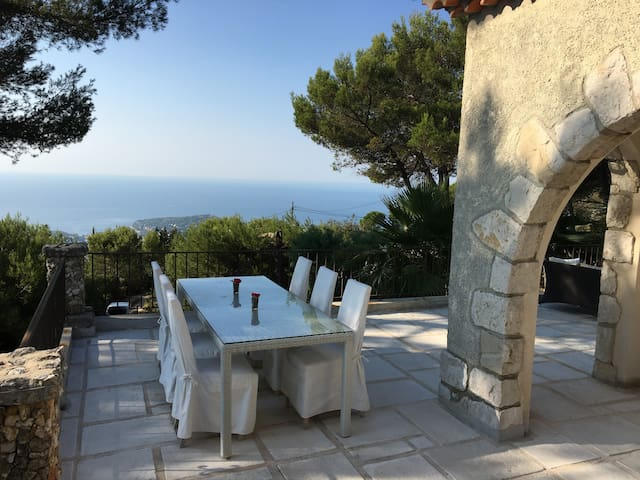 lovely and romantic house with panoramic sea vue - Èze - Hus