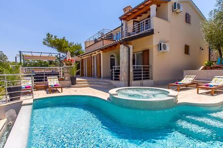 Villa Avemar, Waterfront Villa with private pool - Banjole