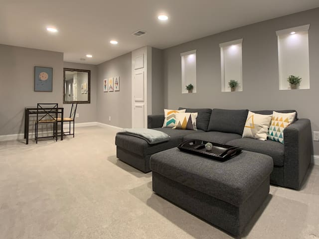 Modern Master Suite near Minneapolis / West End