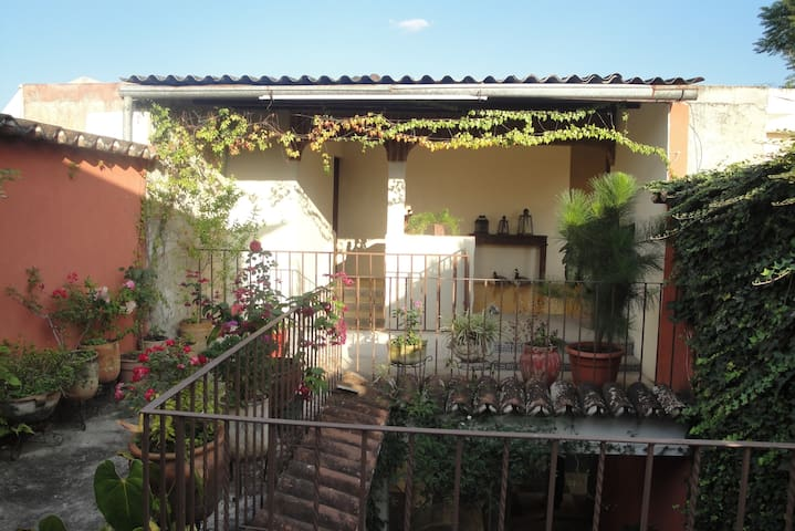 Antigua 3 blocks from Central Park - Antigua Guatemala - Bed & Breakfast