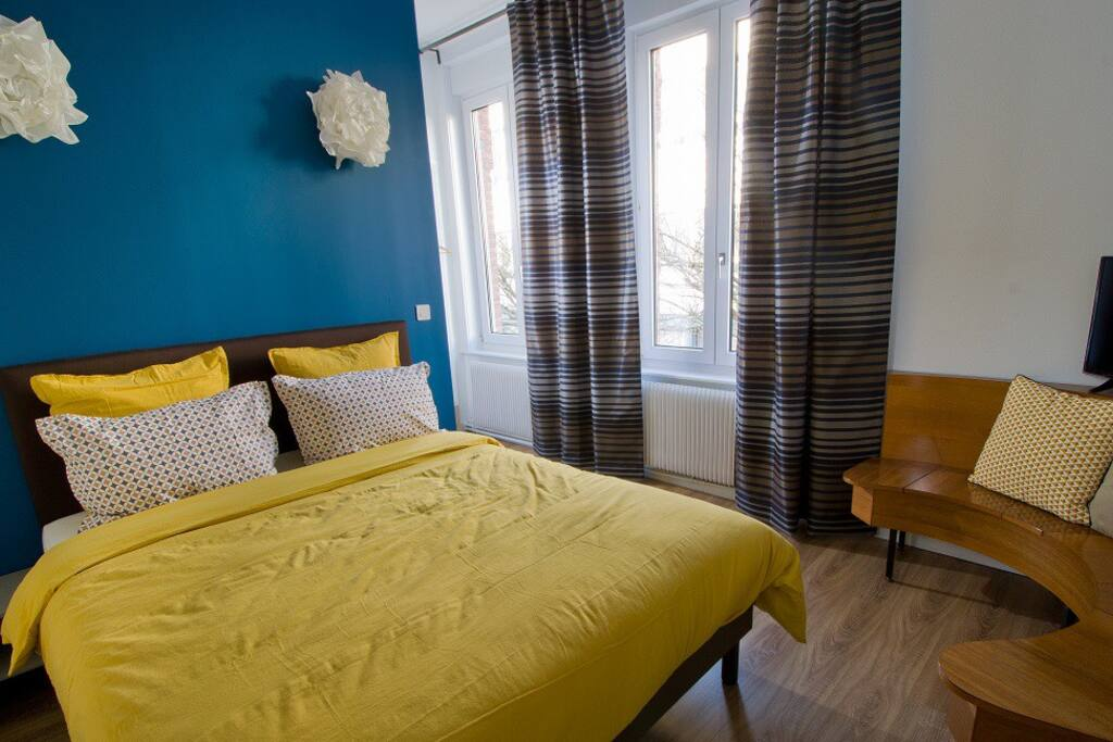la guesthouse chambre pandore bed and breakfasts for rent in lille nord pas de calais france. Black Bedroom Furniture Sets. Home Design Ideas