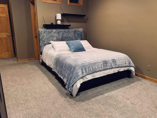 Downstairs bedroom #1 with queen size, memory foam bed