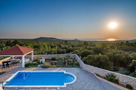 ...Whole villa with heated pool****Villa Daly ****