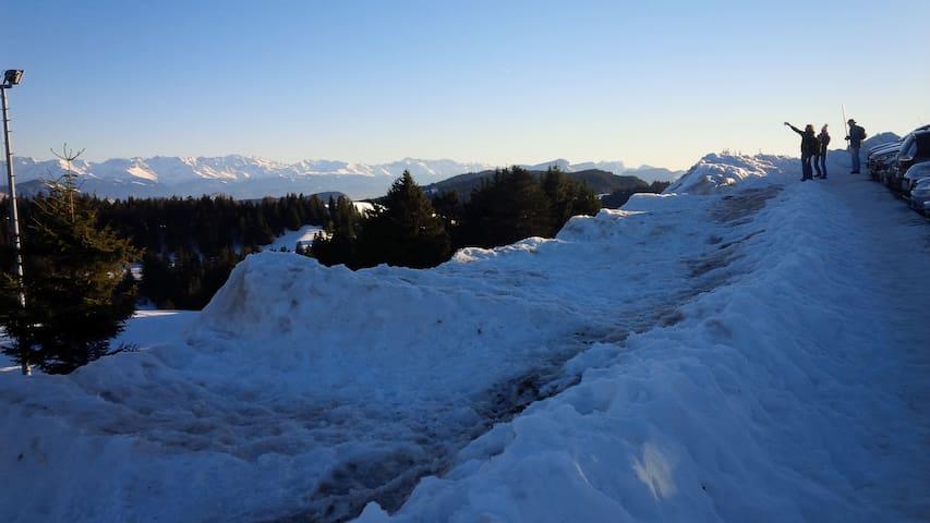A vingt minutes de Brison St Innocent le REVARD station familiale toutes pistes ,grande randonnées pour le ski de fond