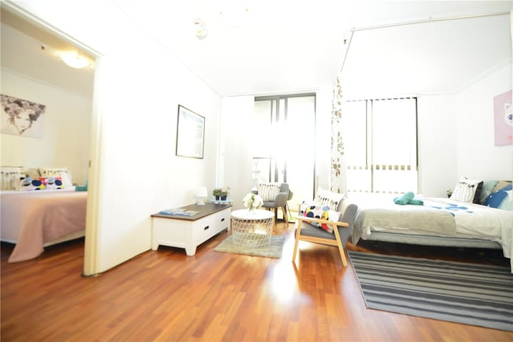 Sydney CITY CBD Large 1 BED Next Darling Harbour