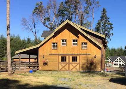 Lovely 3 BR Chalet style suite on our family farm! - Nanoose Bay