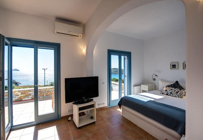 Luxury Guest Suite near the Beach - Siros - House