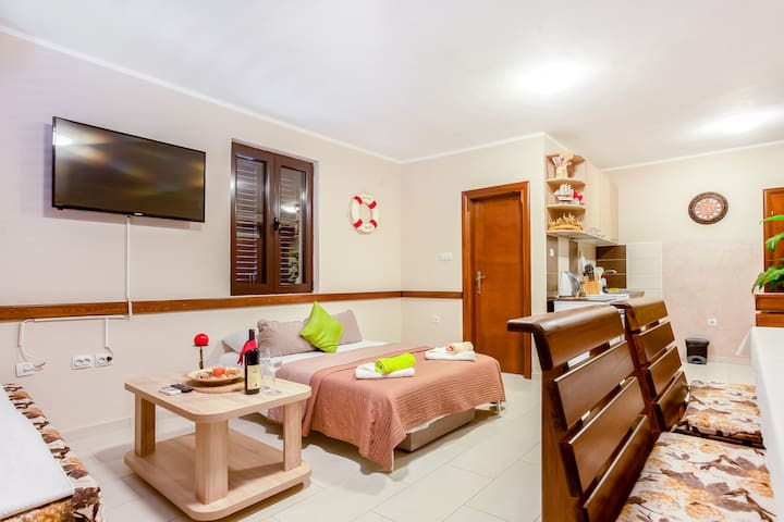 Comfortable apartment in center of Tivat