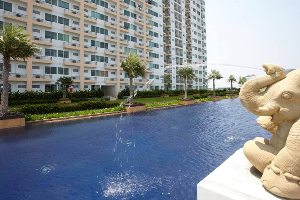 Big Swimming Pool - Free access to guests with shared bathrooms located next to the pool area