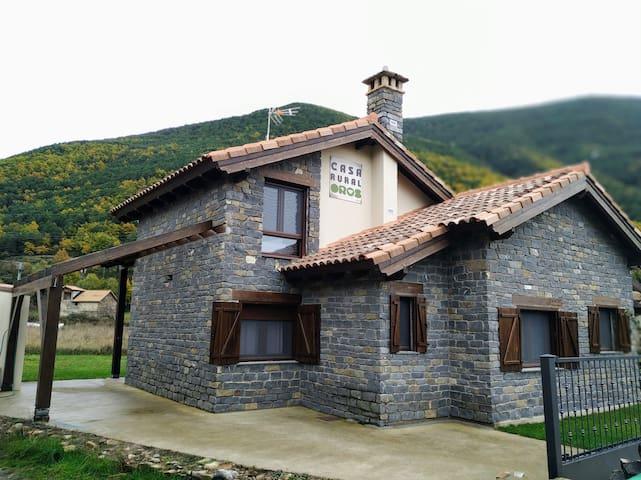 Casa Rural independiente y moderna en Biescas
