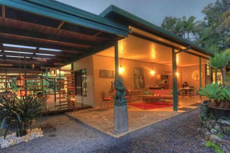 Violanta Studio Riversong retreat
