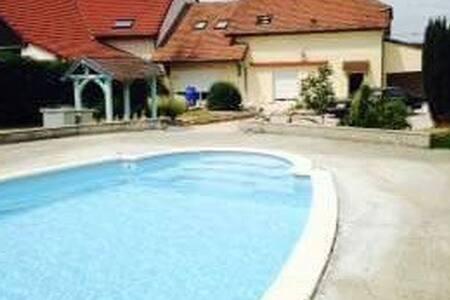 Chambre + salle de bain privée + accès piscine - Crissey - Haus