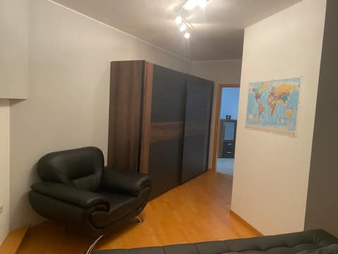 Sauberes Großes Apartment