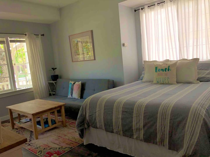 Private Sunlit Studio Room Downtown Santa Cruz
