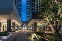 The base位于芭提雅市中心豪华海景两居室公寓网红无边泳池 适合情侣/闺蜜组团/一家人的温暖港湾
