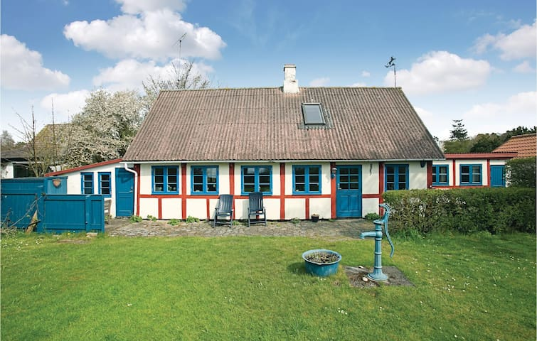 Holiday cottage with 2 bedrooms on 130m² in Aakirkeby