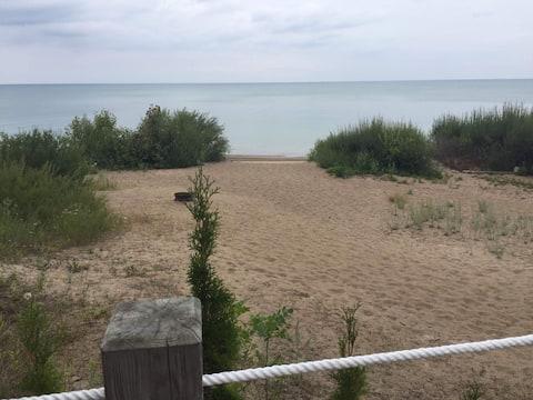 Summer Shores Quaint Lakefront Cottage